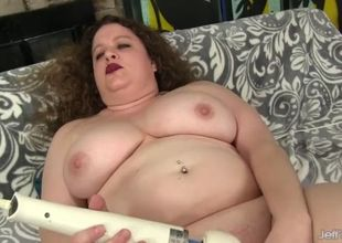 Mature plus-size desi dae screws a..